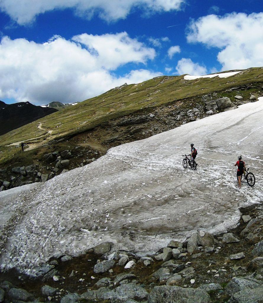 Bucegi cycling trails